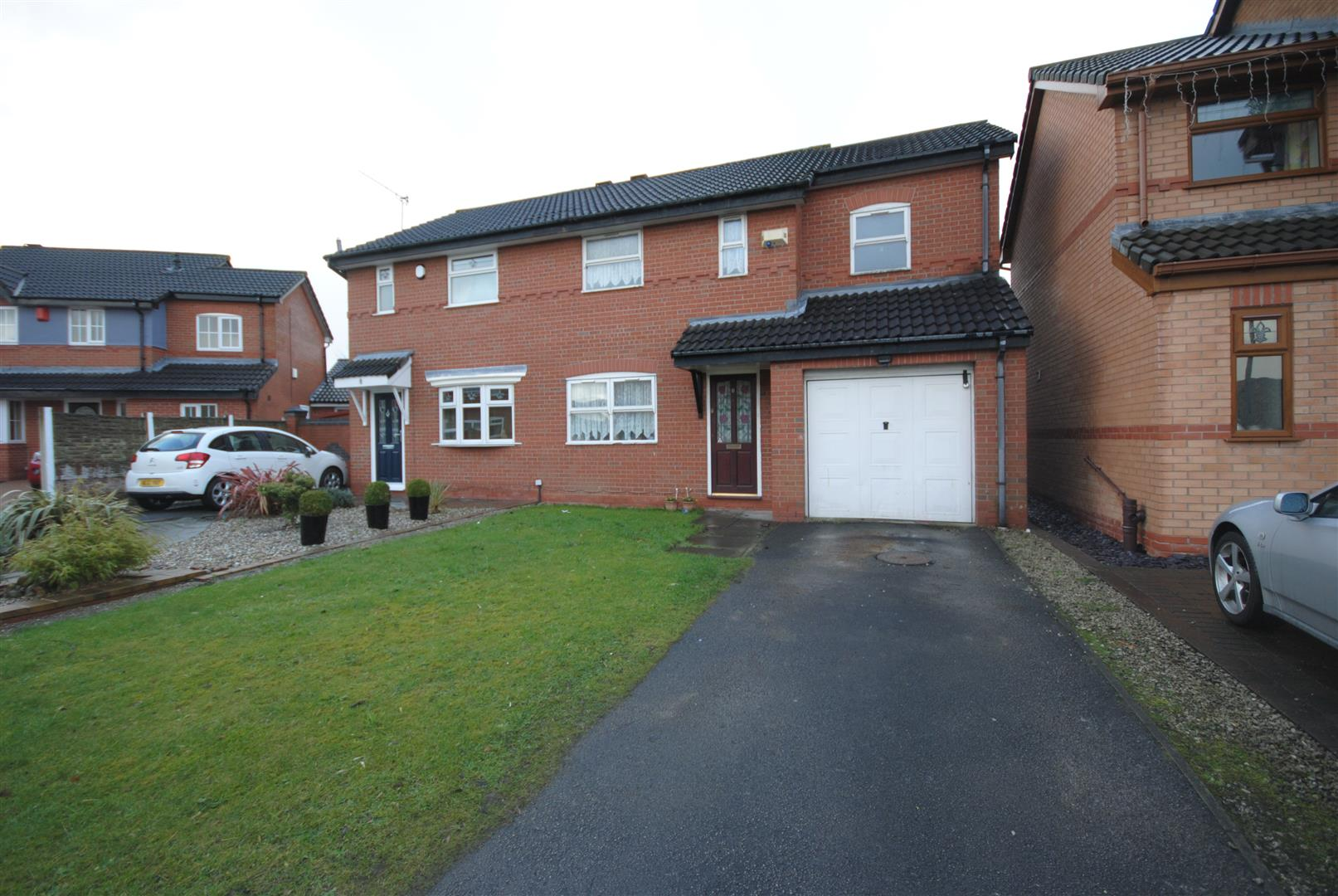 3 Bedrooms Semi Detached House for sale in The Covet, Springfield, Wigan
